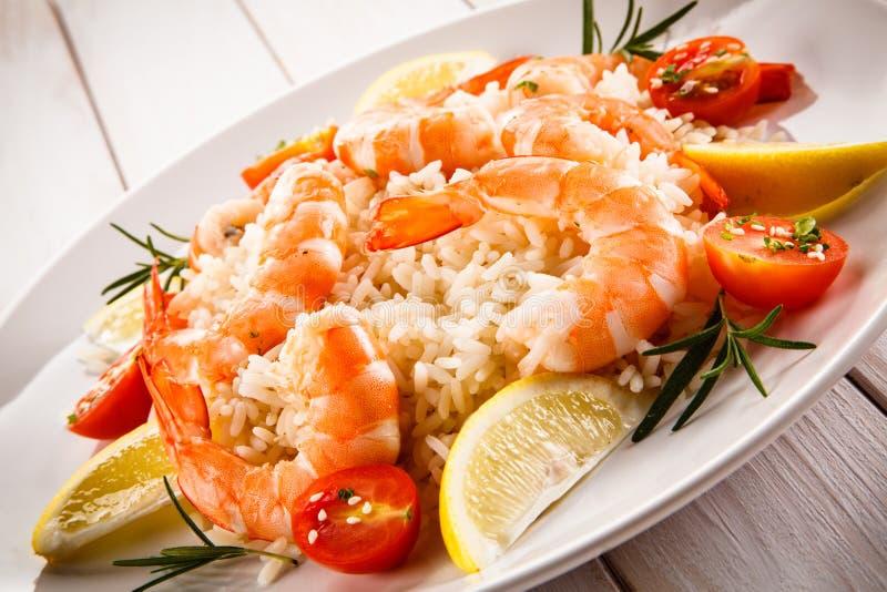 Γαρίδες, ρύζι και λαχανικά στοκ εικόνες