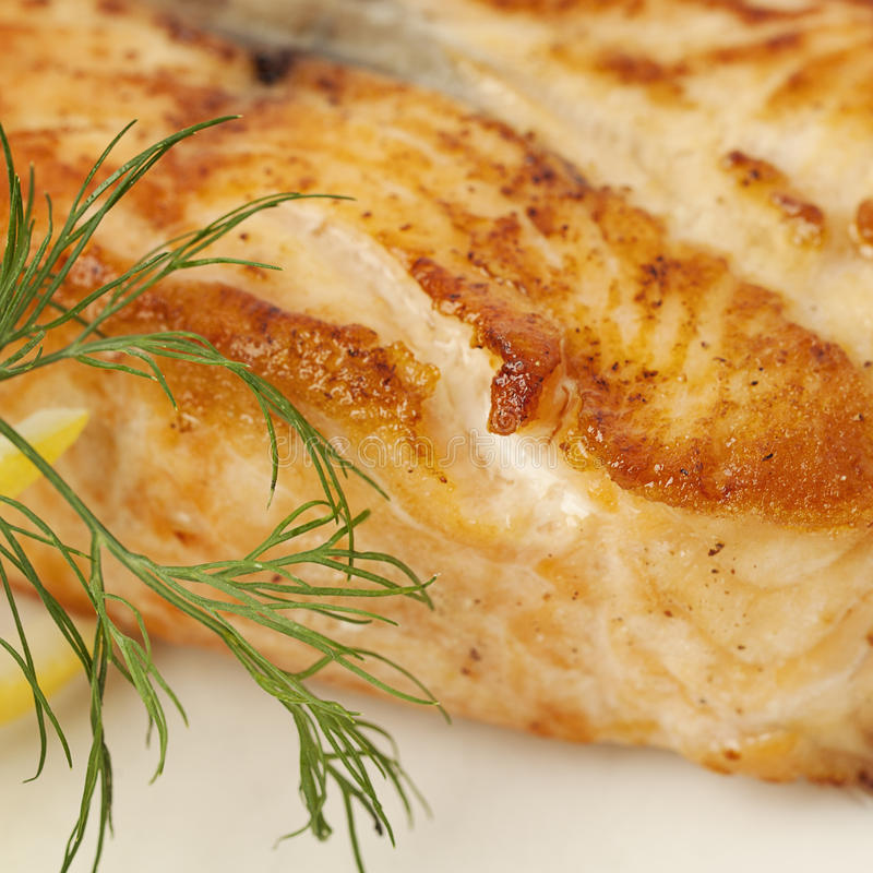 γαστρονομικός θρεπτικός τροφίμων έννοιας Μπριζόλα ψαριών σολομών στοκ φωτογραφία
