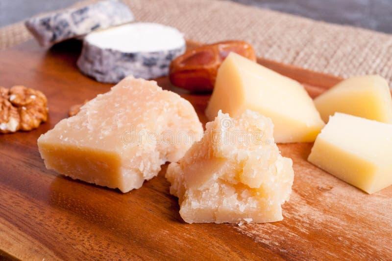 Γαστρονομικό οργανικό τυρί παρμεζάνας στοκ εικόνες