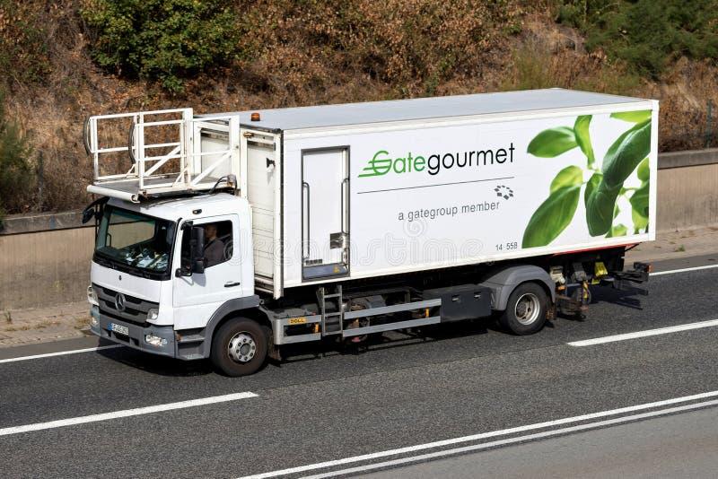 Γαστρονομικό φορτηγό τομέα εστιάσεως πυλών στον αυτοκινητόδρομο στοκ φωτογραφίες με δικαίωμα ελεύθερης χρήσης