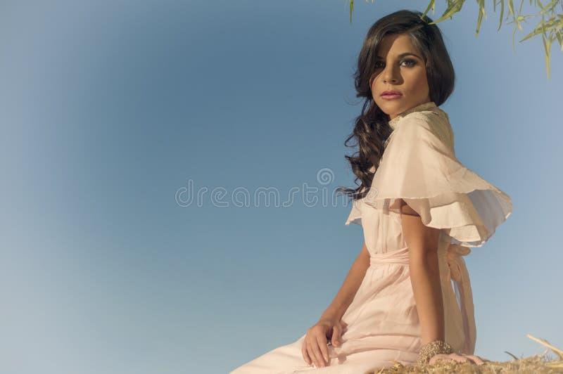 Γαλήνια ethereal όμορφη γυναίκα στοκ εικόνες με δικαίωμα ελεύθερης χρήσης