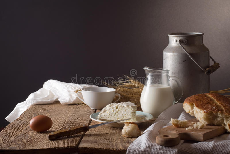 γαλακτοκομικό λευκό προϊόντων απομόνωσης στοκ εικόνα με δικαίωμα ελεύθερης χρήσης