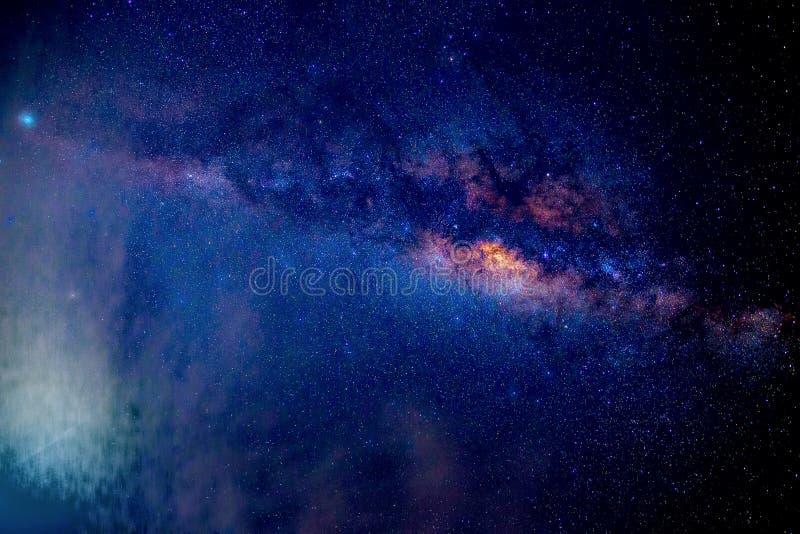 Γαλακτώδη αστέρια τρόπων τη νύχτα στοκ φωτογραφία με δικαίωμα ελεύθερης χρήσης