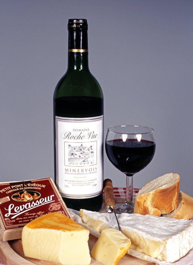 Γαλλικά τυρί και κρασί στοκ φωτογραφίες με δικαίωμα ελεύθερης χρήσης