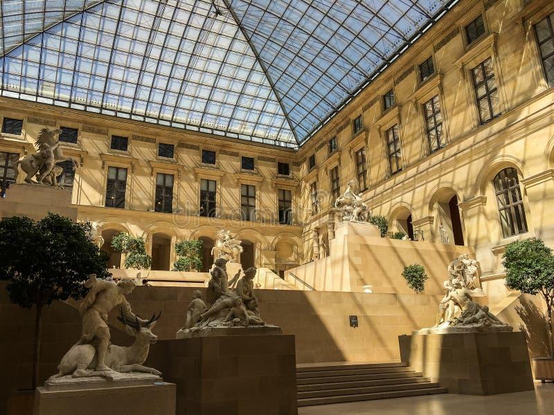 Γαλλικό δικαστήριο γλυπτών, μουσείο του Λούβρου, Παρίσι, Γαλλία στοκ εικόνες