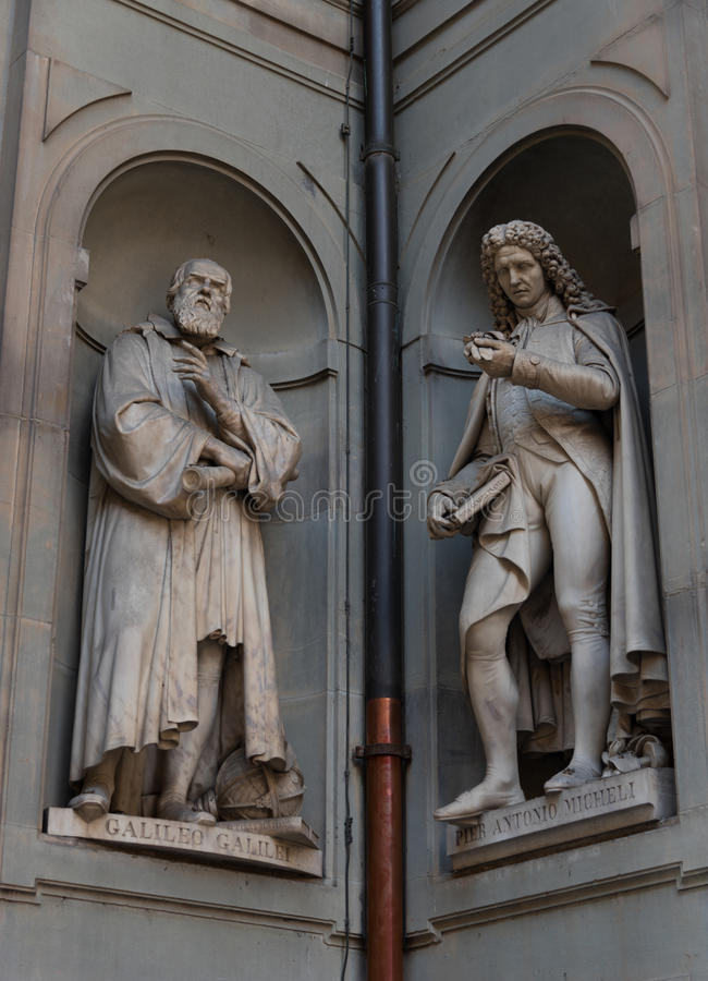 Γαλιλαίος Galilei και αποβάθρα Antonio Micheli Αγάλματα στη στοά Uffizi, Φλωρεντία, Τοσκάνη, Ιταλία στοκ εικόνα με δικαίωμα ελεύθερης χρήσης
