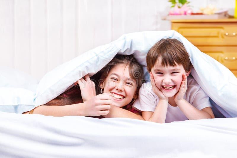Γελώντας παιδιά στοκ φωτογραφία με δικαίωμα ελεύθερης χρήσης