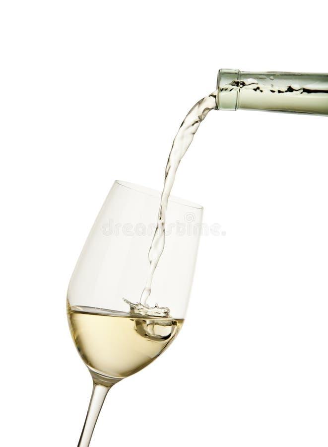 γεμίζοντας άσπρο κρασί γ&upsilo στοκ φωτογραφίες με δικαίωμα ελεύθερης χρήσης