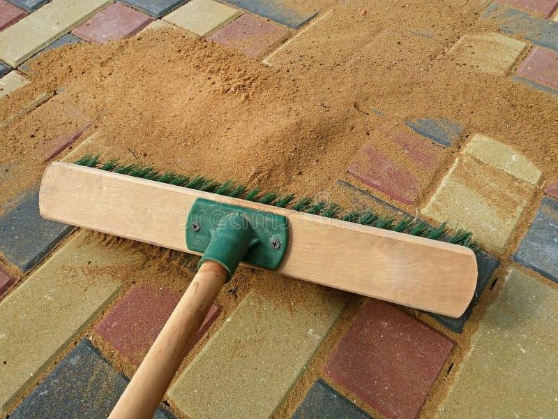 Γεμίζοντας ενώσεις επίστρωσης, ξηρά άμμος βουρτσίσματος Εργασία λήξης στοκ φωτογραφία με δικαίωμα ελεύθερης χρήσης