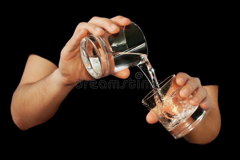 γεμίζοντας ύδωρ ατόμων γυ&al στοκ φωτογραφία με δικαίωμα ελεύθερης χρήσης