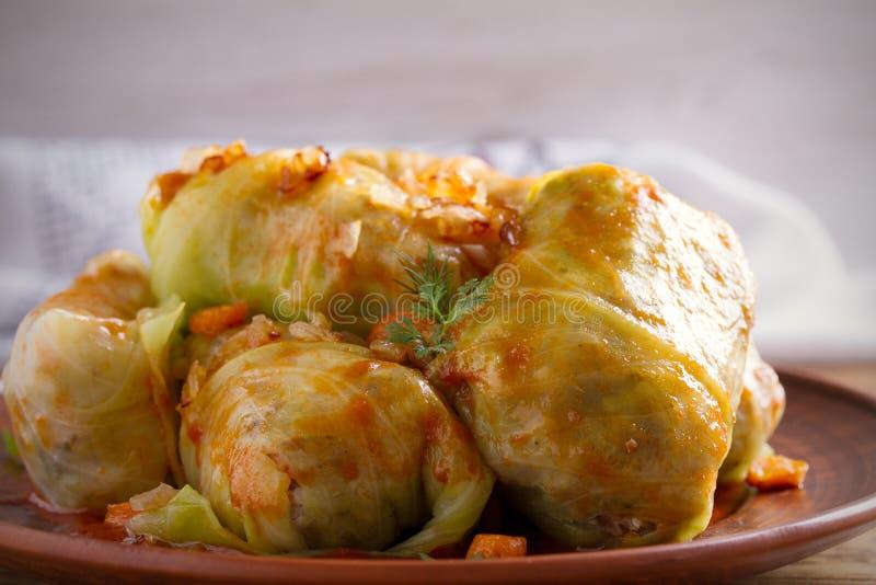 Γεμισμένα φύλλα λάχανων με το κρέας, το ρύζι και τα λαχανικά Farci, dolma, sarma, sarmale, golubtsy ή golabki Chou - δημοφιλές πι στοκ φωτογραφία