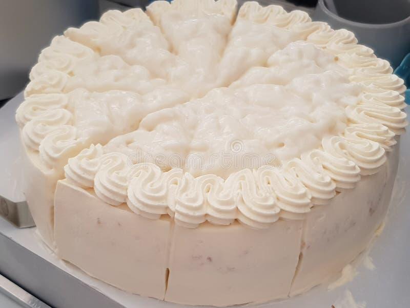 γεμισμένη εικόνα καρύδων κέικ ανασκόπησης εντελώς στοκ εικόνα