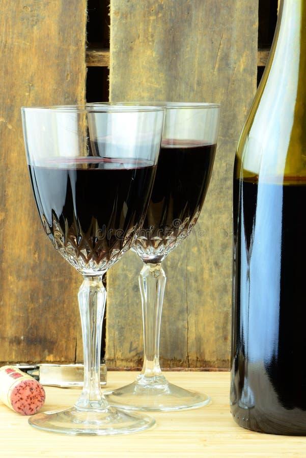 γεμισμένο κρασί γυαλιών στοκ φωτογραφίες