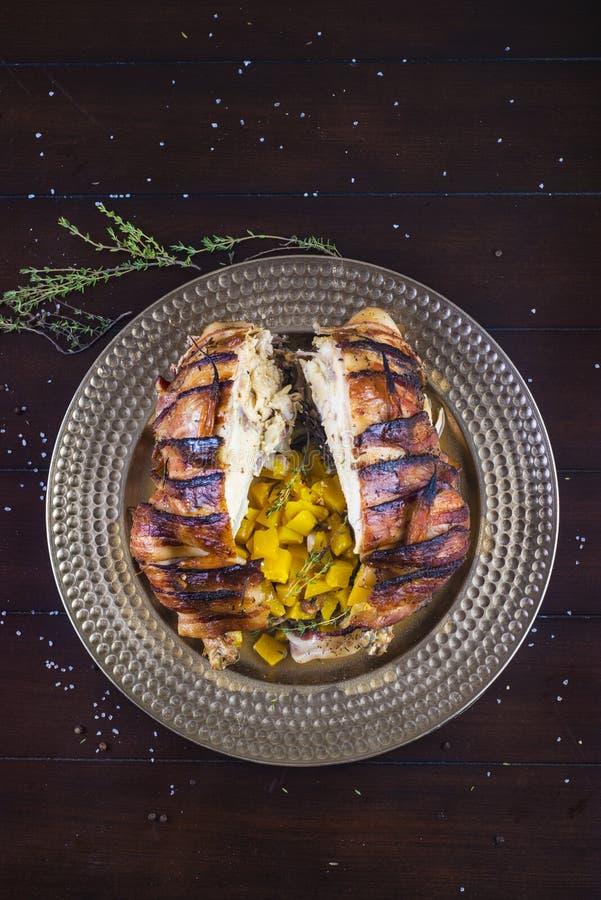 Γεμισμένο ψημένο κοτόπουλο στοκ φωτογραφίες