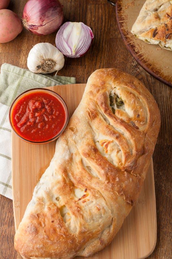 Γεμισμένο Stromboli ψωμί στοκ εικόνες