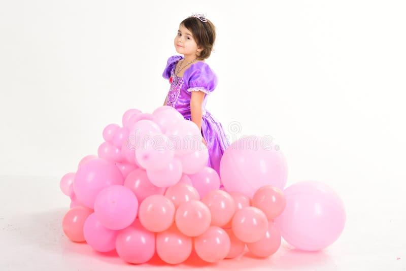 γενέθλια ευτυχή Ημέρα παιδιών Μικρό όμορφο παιδί παιδική ηλικία και ευτυχία κορίτσι φορεμάτων λίγη πρι&g μόδα παιδιών στοκ εικόνα