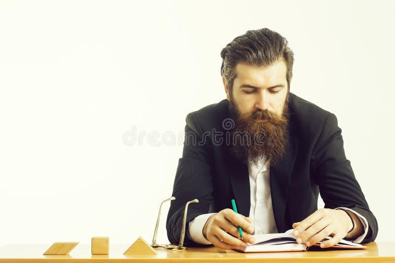 Γενειοφόρος δάσκαλος ατόμων στον πίνακα στοκ φωτογραφία με δικαίωμα ελεύθερης χρήσης