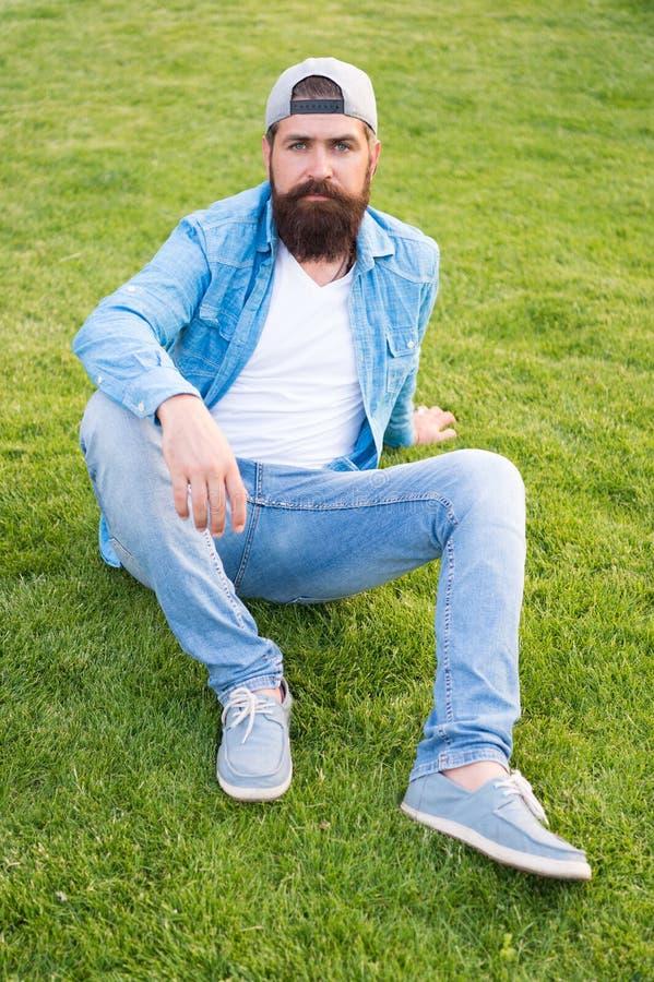 Γενειοφόρο ύφος hipster ατόμων καθιερώνον τη μόδα Σύγχρονη εξάρτηση τύπων E Τρόπος ζωής Hipster Δροσίστε hipster με τη γενειάδα στοκ εικόνες