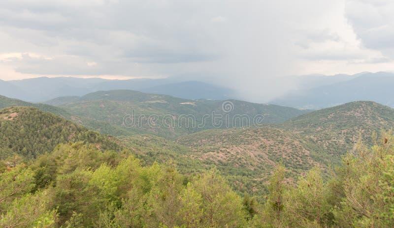 Γενική και πανοραμική άποψη της ορεινής περιοχής Alt Urgell, στην επαρχία Lleida, Καταλανικά Πυρηναία, Καταλονία, Ισπανία στοκ εικόνες με δικαίωμα ελεύθερης χρήσης
