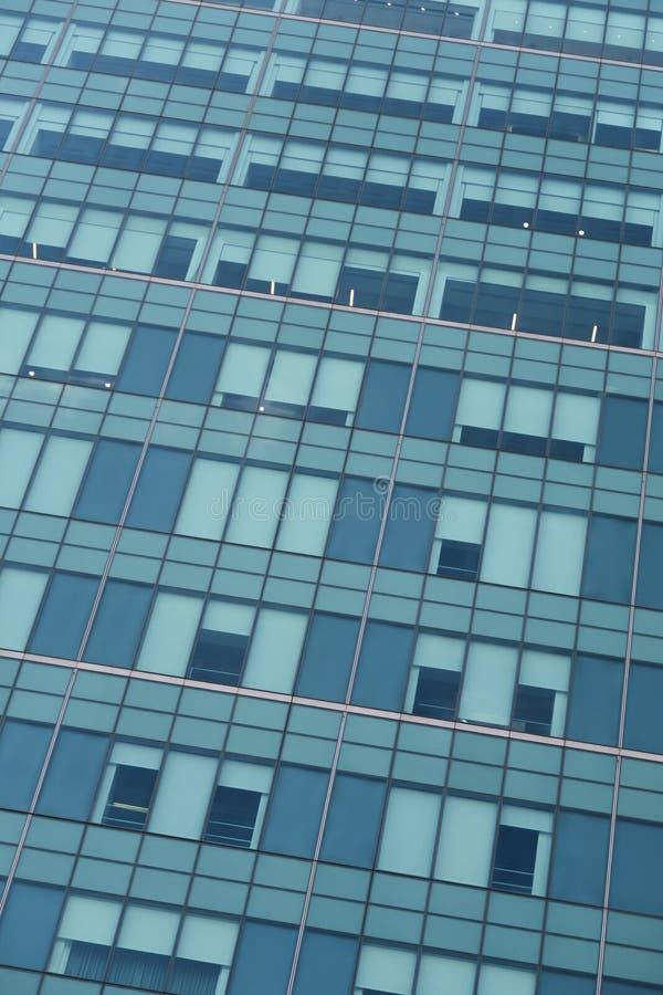 Γενική περίληψη της σύγχρονης πρόσοψης γυαλιού γραφείων στοκ εικόνα
