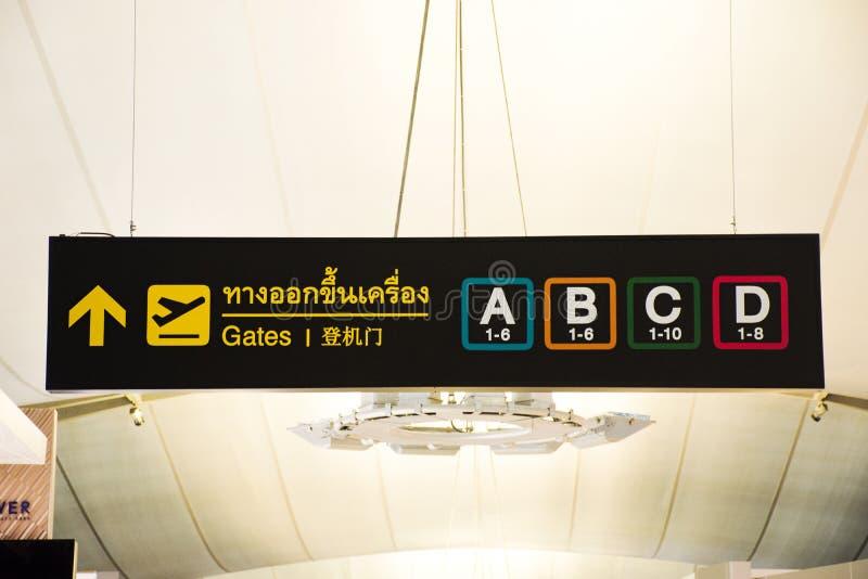 Γενικός και πίνακας πληροφοριών μέσα του διεθνούς αερολιμένα Suvarnabhumi στοκ εικόνα