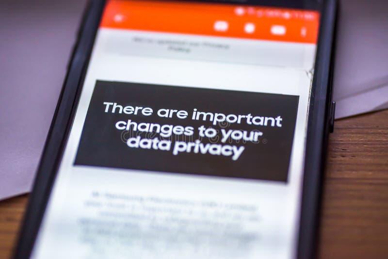 Γενικός κανονισμός προστασίας δεδομένων - GDPR - μήνυμα smartphone κινηματογραφήσεων σε πρώτο πλάνο υπάρχουν σημαντικές αλλαγές σ στοκ φωτογραφίες με δικαίωμα ελεύθερης χρήσης