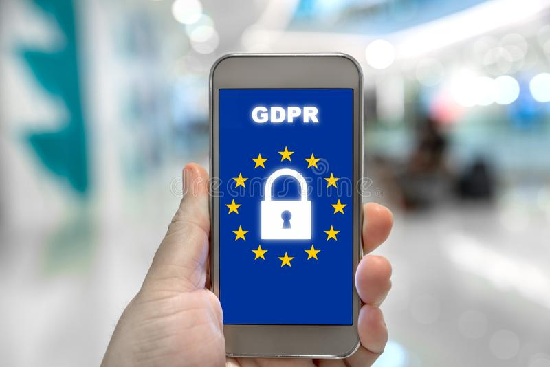Γενικός κανονισμός GDPR προστασίας δεδομένων σχετικά με το κινητό τηλέφωνο Cyber στοκ εικόνα