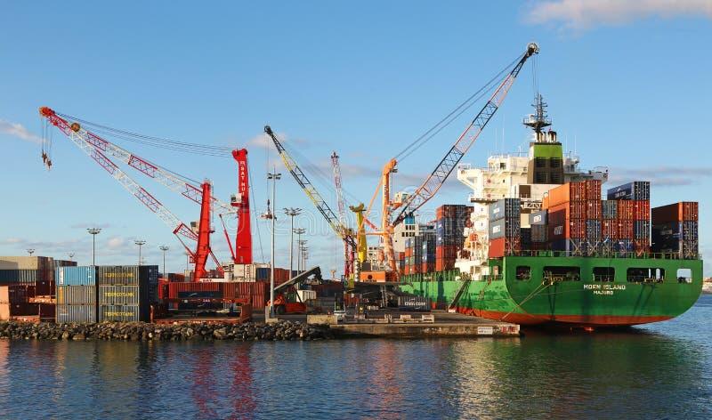 Γερανοί φορτηγών πλοίων και λιμανιών στοκ εικόνες