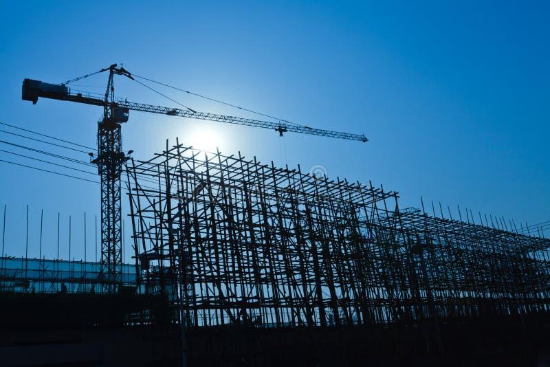 Γερανός και εργοτάξιο οικοδομής οικοδόμησης στοκ εικόνες
