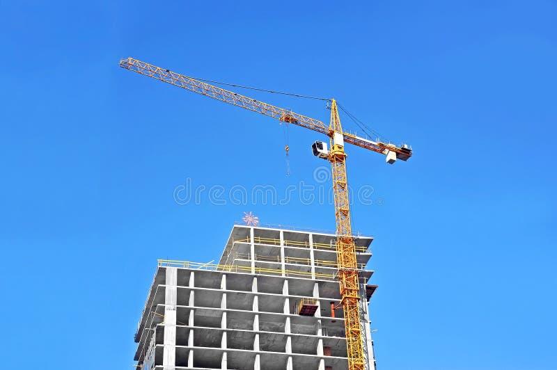 Γερανός και εργοτάξιο οικοδομής στοκ φωτογραφίες με δικαίωμα ελεύθερης χρήσης