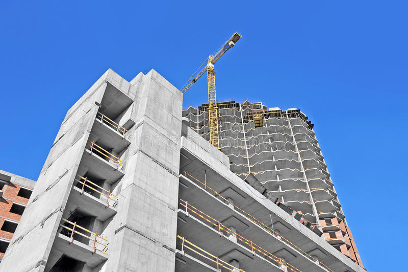 Γερανός και εργοτάξιο οικοδομής στοκ φωτογραφία με δικαίωμα ελεύθερης χρήσης