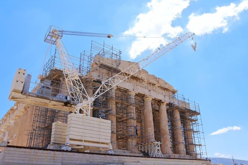 Γερανός μπροστά από το Parthenon στοκ φωτογραφίες