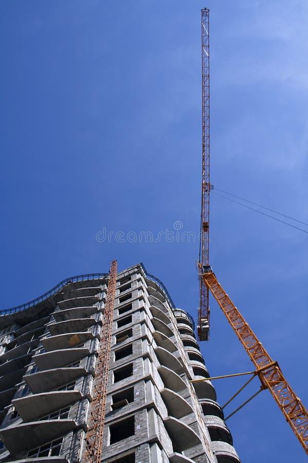 γερανός οικοδόμησης κτη&r στοκ φωτογραφία