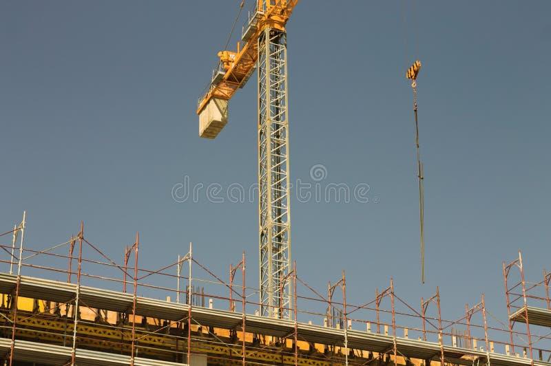 Γερανός πύργων - επωτίδα σε ένα εργοτάξιο οικοδομής στοκ εικόνες με δικαίωμα ελεύθερης χρήσης