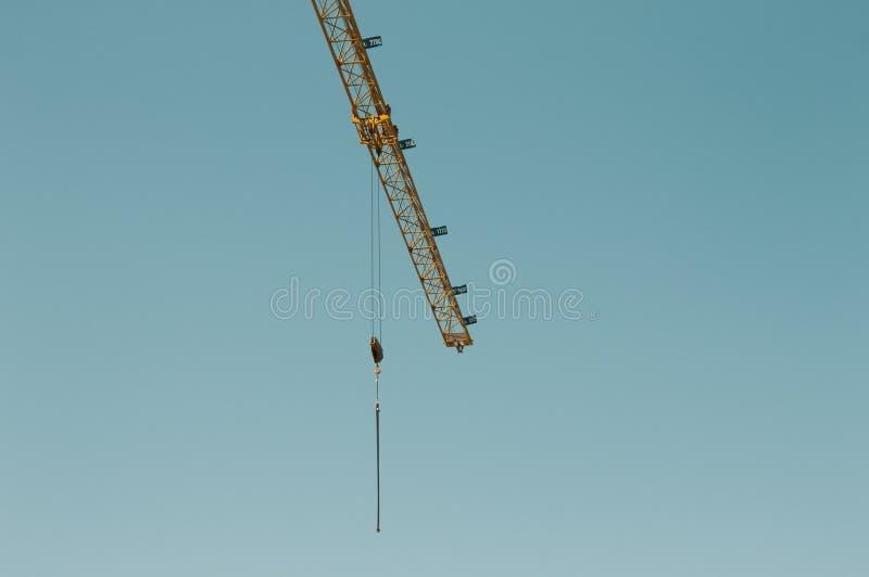 Γερανός πύργων - επωτίδα σε ένα εργοτάξιο οικοδομής στοκ εικόνες