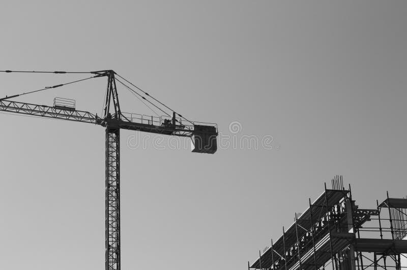 Γερανός πύργων - επωτίδα σε ένα εργοτάξιο οικοδομής στοκ φωτογραφία
