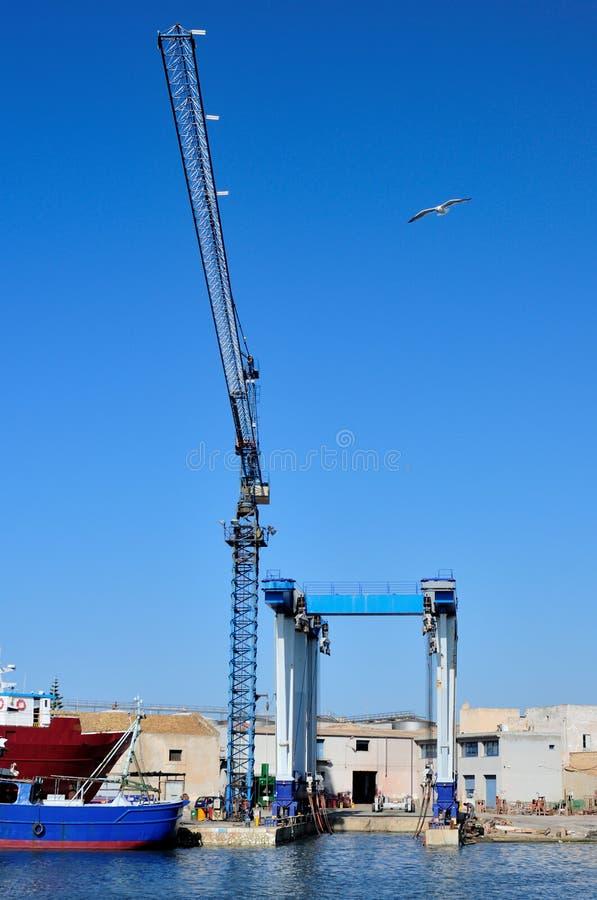 Γερανός σε ένα ναυπηγείο στοκ φωτογραφία με δικαίωμα ελεύθερης χρήσης