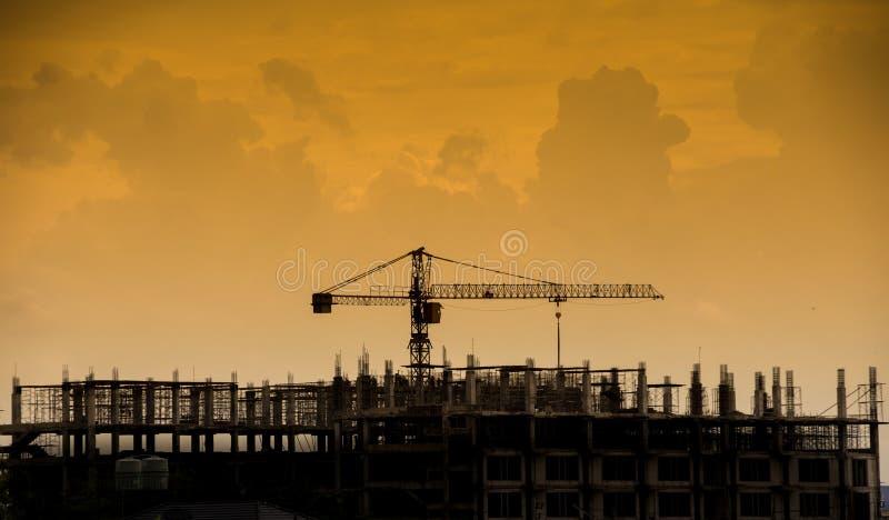 Download Γερανός σιδήρου στις σκιαγραφίες εργοτάξιων οικοδομής Στοκ Εικόνες - εικόνα από βιομηχανικός, ανάπτυξη: 62716092