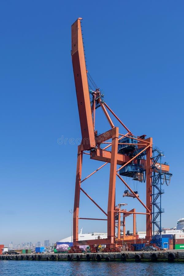 Γερανός στο ναυπηγείο του λιμένα Haydarpasha, Ιστανμπούλ, Τουρκία στοκ εικόνα με δικαίωμα ελεύθερης χρήσης