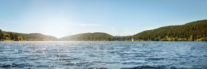 Γερμανική λίμνη Schluchsee και μαύρο δάσος, πανόραμα, έννοια Trave στοκ εικόνες με δικαίωμα ελεύθερης χρήσης
