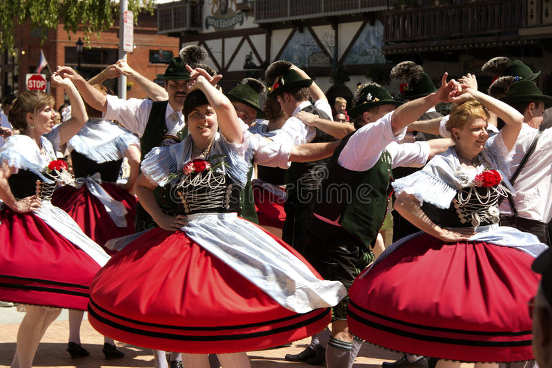 Γερμανικός λαϊκός χορός στοκ εικόνες με δικαίωμα ελεύθερης χρήσης