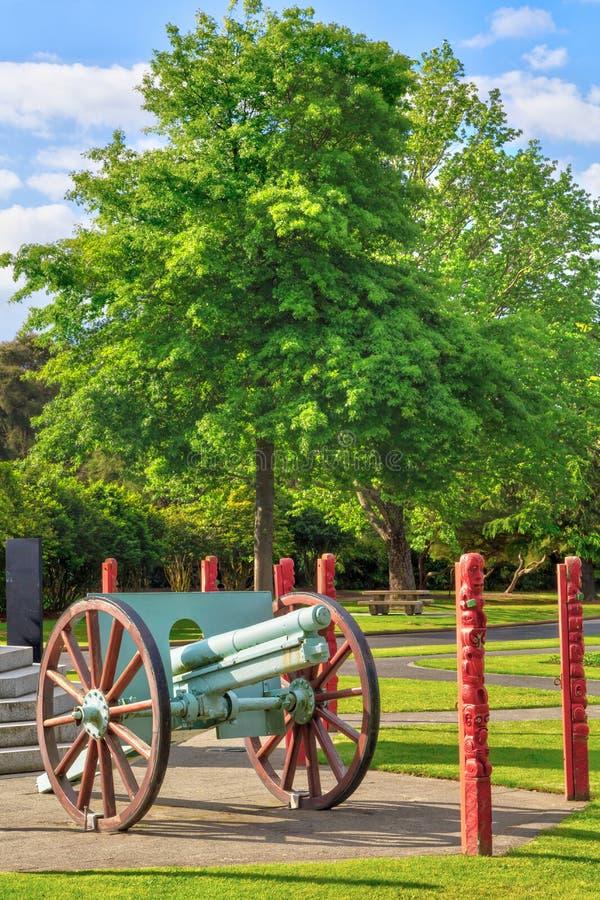 Γερμανικό πυροβόλο όπλο WW Ι Krupp σε ένα πολεμικό μνημείο σε Rotorua, Νέα Ζηλανδία στοκ εικόνες