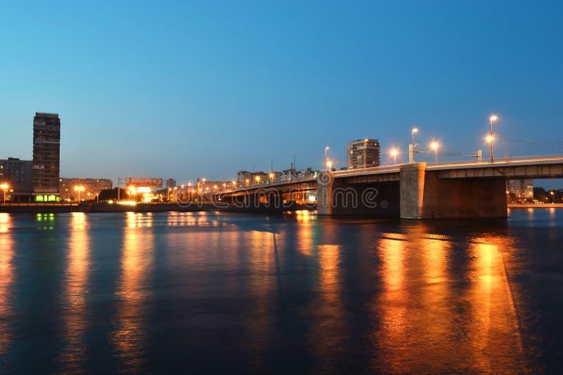 γεφυρώστε τη νύχτα volodarsky στοκ φωτογραφία