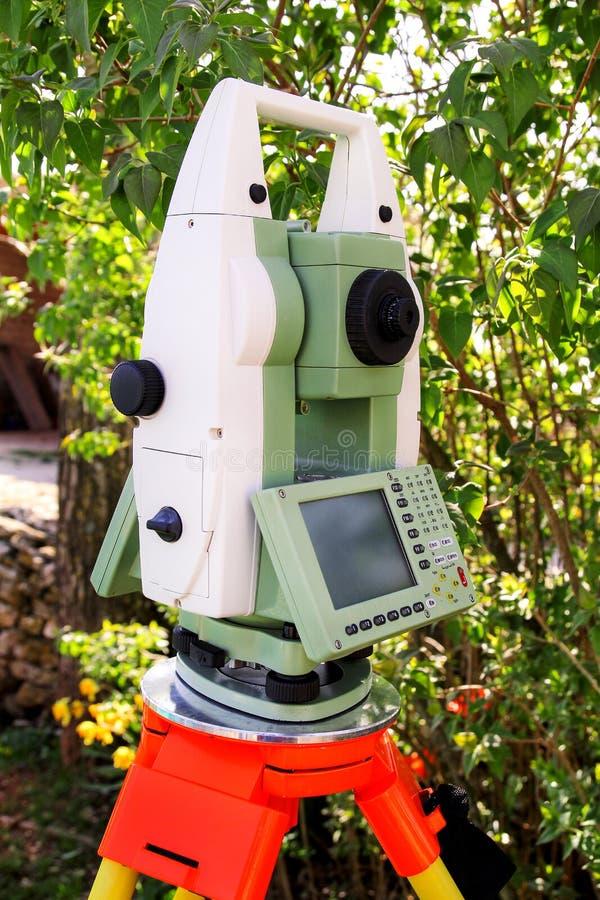 Γεωδαιτική συσκευή οργάνων ερευνών, συνολικός σταθμός στοκ φωτογραφία με δικαίωμα ελεύθερης χρήσης