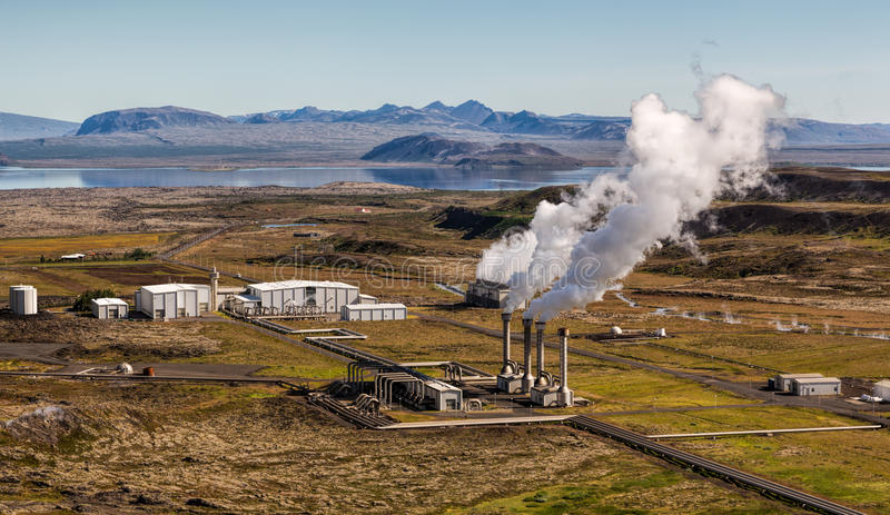 Γεωθερμικός σταθμός παραγωγής ηλεκτρικού ρεύματος στοκ εικόνα με δικαίωμα ελεύθερης χρήσης