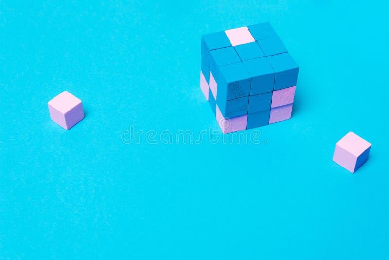 Γεωμετρικός κύβος των μπλε, αρσενικών και ρόδινων θηλυκών μερών στοκ εικόνες με δικαίωμα ελεύθερης χρήσης