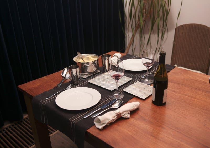 Download Γεύμα για δύο στο σπίτι στοκ εικόνες. εικόνα από πολτοποίηση - 22784168