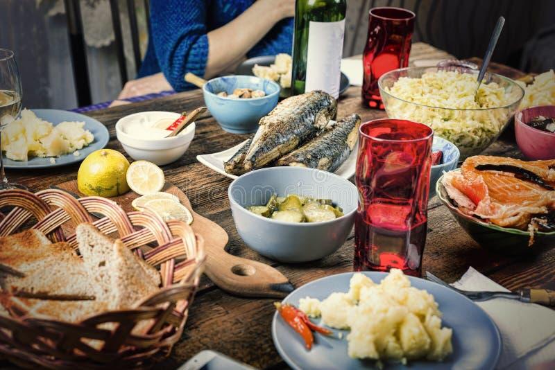Γεύμα ημέρας των ευχαριστιών, γεύμα με την οικογένεια, νόστιμες απολαύσεις, διακοπές στοκ φωτογραφία με δικαίωμα ελεύθερης χρήσης