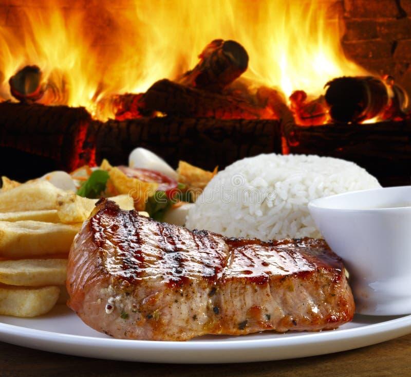 Γεύμα με την ψημένη οσφυϊκή χώρα χοιρινού κρέατος στοκ εικόνες με δικαίωμα ελεύθερης χρήσης