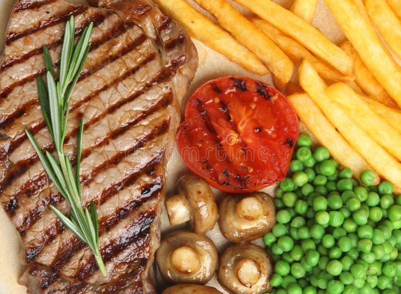 Γεύμα μπριζόλας βόειου κρέατος κόντρων φιλέτο με τα τηγανητά στοκ φωτογραφία